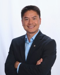 Thang Bui Headshot